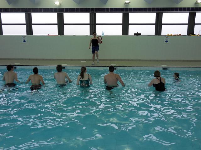 Zwemmen @ parkeerterrein tegenover Bloemenboutique Nicole